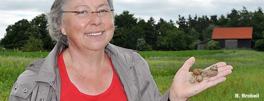Alb-Guide Rita Goller präsentiert ihre Schnecken. <br> <br/>