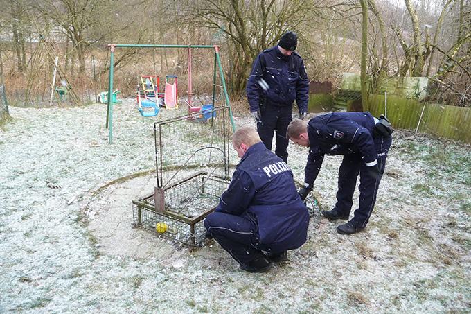 Habichtfangkorb wird sichergestellt - Foto: Komitee gegen den Vogelmord