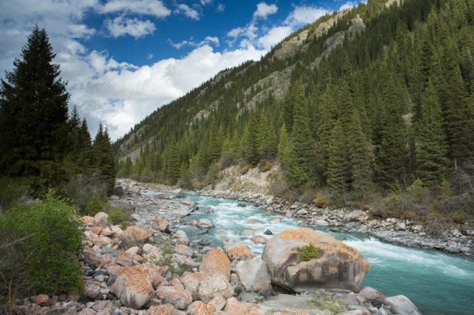 Ein Fluss im Tian-Shan-Gebirge - Foto: NABU/Klemens Karkow