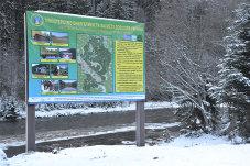 Eine im Rahmen des Projektes installierte Infotafel informiert Wanderer über Infrastruktur des Nationalparks.