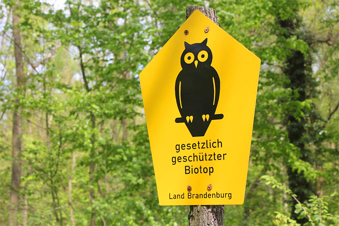 Biotopschutzschild - Foto: Helge May