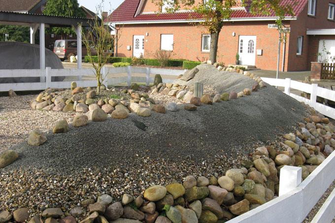 Gemeinsame Gärten des Grauens: Nur Beton, Schotter und Steine - NABU @SQ_93