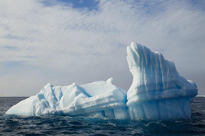 Eisberg vor Spitzbergen - Foto: NABU/Christoph Kasulke