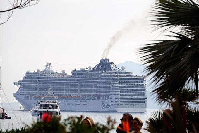 Weit abgeschlagen: Kreuzfahrtschiff des Branchenriesen MSC - Foto: FNE/Lepitre